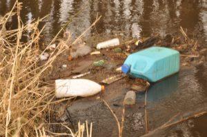 Drijfvuil in de Maas en haar zijrivieren